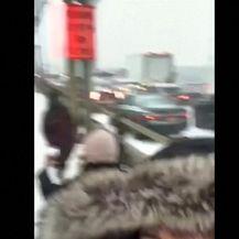 Snijeg u New Yorku( Video: Reuters)