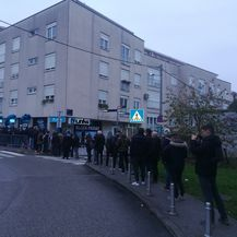 Redovi ispred trgovine Linksa (Foto: Dnevnik.hr)