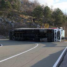 Na cesti se prevrnuo kamion (Foto: Nel Pavletic/PIXSELL) - 8