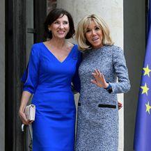 Brigitte Macron u haljini čiji kroj lako sakrije trbuščić