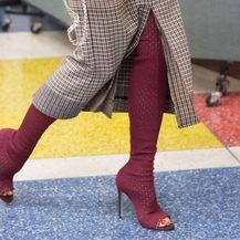 Victoria Beckham u čizmama-čarapama s vlastitim potpisom - 4