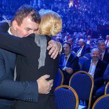 Kolinda i Jakov u zagrljaju na proslavi 70 godina kompanije Ericsson Nikola Tesla (Foto: Pixsell,Borna Filić) - 3