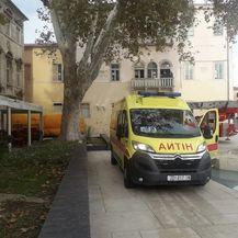 Muškarac u Zadru prijeti da će se baciti sa zgrade (Foto: Zadarski.hr) - 2