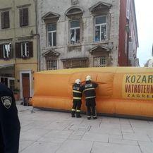 Muškarac u Zadru prijeti da će se baciti sa zgrade (Foto: Zadarski.hr) - 5