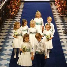 Theodora Williams, kći Robbieja Williamsa bila je djeveruša na vjenčanju princeze Eugenie