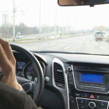 Korištenje mobitela tijekom vožnje/Ilustracija (Foto: Dnevnik.hr) - 2
