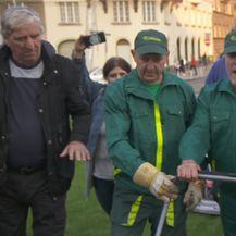 Milan Bandić kosio travu (Dnevnik.hr)