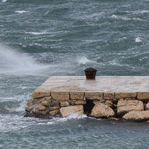 Orkanska bura (Foto: Dino Stanin/PIXSELL)