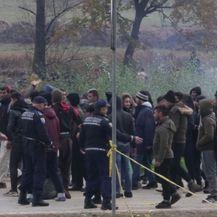 Migranti na hrvatskoj granici (Video: Nova TV/AP)