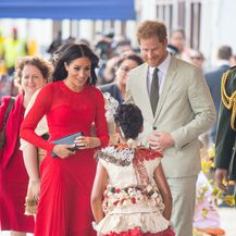 Meghan Markle u crvenoj haljini (Foto: Foto: Dominic Lipinski/Press Association/PIXSELL)