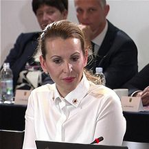 Ministar Gari Capelli ne zna stišati zvuk na videu tijekom sjednice Vlade (Video: Dnevnik.hr)