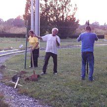 Obitelj podigla ogradu preko okretišta tramvaja u Prečkom (Foto: Dnevnik.hr)