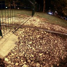 Ograda na okretištu Prečko (Foto: Marin Tironi/PIXSELL)
