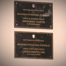 Radnici u gradskoj upravi S. Broda priznaju da ne rade ništa (Foto: Provjereno) - 1
