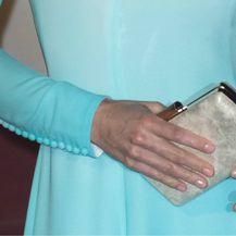 Rukavi vojvotkinjine tunike također su ukrašeni gumbima, baš kao i tunika princeze Diane