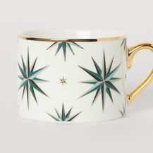 Šalice ukrašene zvijezdama u božićnom stilu iz trgovine H&M Home - 2
