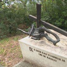 Ukradeni kipovi s križnog puta u Rijeci (Foto: Dnenvik.hr) - 2