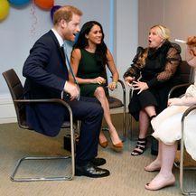 Harry i Meghan u društvu dobitnice Milly Sutherland i njezine majke Angele
