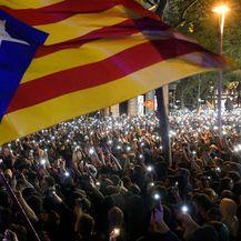 U sukobima prosvjednika i policije u katalonskim gradovima ozlijeđene 74 osobe (Foto: AFP)