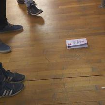 Ćirilični statut na podu (Foto: Dnevnik.hr)