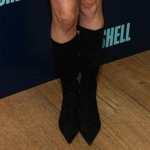 Charlize Theron nosi visoke čizme koje prianjaju usko uz nogu