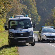 Policija pretražuje teren (Foto: Dubravka Petric/PIXSELL)