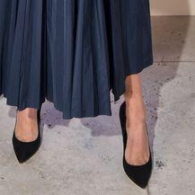 Jessica Alba Diorovu haljinu nosi uz klasične crne salonke