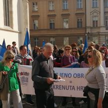 Štrajkaši pred Vladom (Foto: Dnevnik.hr)