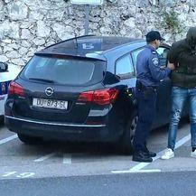 Privođenje oca i sina osumnjičenih za pljačku u Zračnoj luci u Dubrovniku (Foto: Dnevnik.hr) - 2