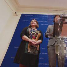 Živi Zid za govornicom (Foto: Dnevnik.hr)