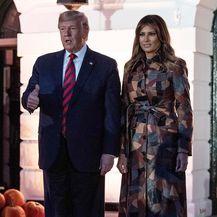 Melania Trump u kožnatom kaputu s patchwork uzorkom - 3
