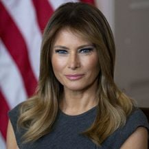 Melania Trump u kožnatom kaputu s patchwork uzorkom - 4