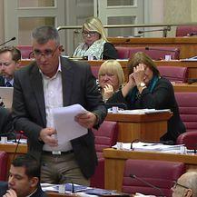 Miro Bulj: Nije dostojanstvo Domovinskog rata ako još imamo četničke spomenike (Video: Dnevnik.hr)