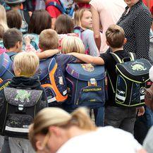 Ponovni susret malih prijatelja na prvi dan škole