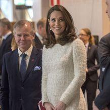 Catherine Middleton u krem haljini Alexandera McQueena