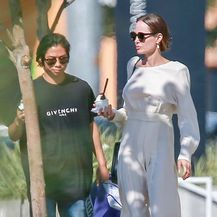 Angelina Jolie u dugačkoj haljini i skupocjenim salonkama - 4