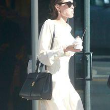 Angelina Jolie u dugačkoj haljini i skupocjenim salonkama