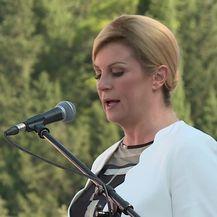Predsjednica Kolinda Grabar-Kitarović u Pločama (Video: DNEVNIK.hr)