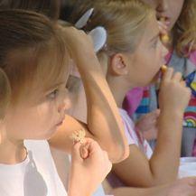 Učenici prvog razreda tijekom pokretanja kampanje Danas jedemo ribu (Foto: Dnevnik.hr) - 1