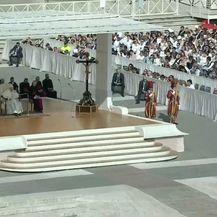 Papa Franjo čita pismo o pedofiliji u katoličkoj crkvi (Foto: Dnevnik.hr) - 1