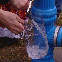 Voda iz hidranta (Foto: Dnevnik.hr)