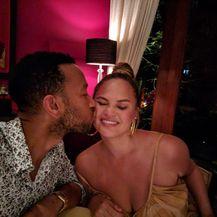 Chrissy Teigen i John Legend (Foto: Instagram)