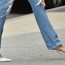 Katie Holmes u poderanim trapericama i visokim potpeticama