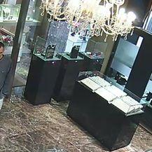 Policija traži muškarca s fotografije (Foto: PU zagrebačka)1