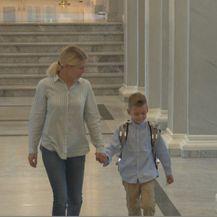 Majka i sin u školi (Foto: Dnevnik.hr)