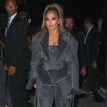 Jennifer je na prikazivanje filma stigla u kombinaciji modne kuće Balmain