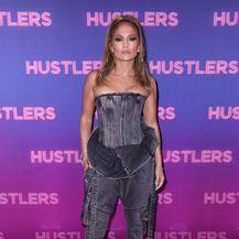 Latino diva u trapericama i korzetu modne kuće Balmain