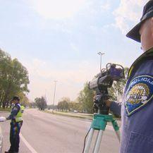 Policija zaustavlja (Foto: Dnevnik.hr)