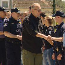 Ministar se rukuje s policajcima i policajkama (Foto: Dnevnik.hr)