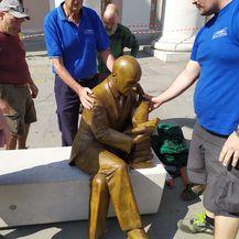 Postavljen kip Gabrieleu D\'Annunziju u Trstu (Foto: Facebook/ Roberto Dipiazza) - 1